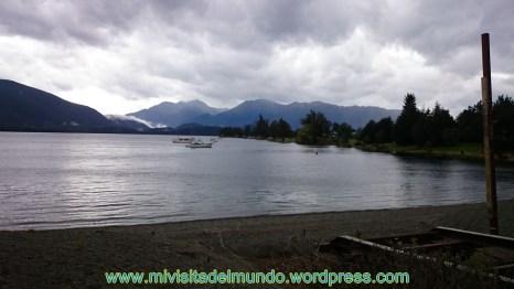 Te Anau es un pueblo encantador de la isla Sur en Nueva Zelanda dedicado al turismo. Se encuentra en la orilla del lago homónimo en Fiordland, es el lago más grande de la isla Sur y el segundo lago más grande del país después del Taupo