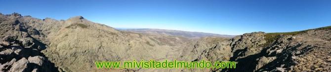 El circo de Gredos es un circo glaciar situado en la zona central de la vertiente norte de la Sierra de Gredos